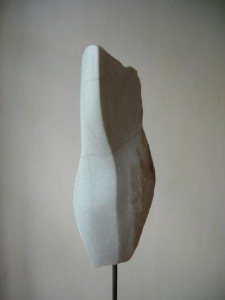 "Skulptur ""Naturform"", Cristallina-Marmor, 2012, Privatbesitz"