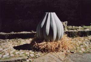 """Schmetterlingsei"", Anröchter Dolomit, 60cmX60cmX60cm,2003"